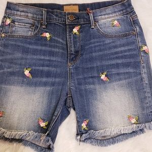 🆕Driftwood Denim Jean Shorts w/ flower embroidery